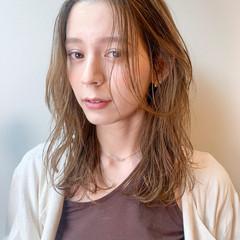 大人かわいい ブラウンベージュ シースルーバング セミロング ヘアスタイルや髪型の写真・画像