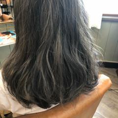 グレージュ ミディアム 透明感 デート ヘアスタイルや髪型の写真・画像