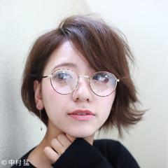 コンサバ ショート 耳かけ ナチュラル ヘアスタイルや髪型の写真・画像