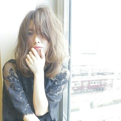 フリンジバング 外国人風 セミロング フェミニン ヘアスタイルや髪型の写真・画像