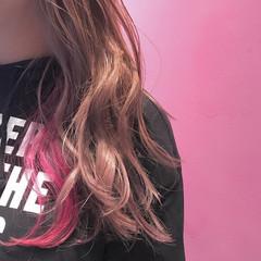 ピンク デート ロング インナーカラー ヘアスタイルや髪型の写真・画像
