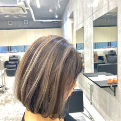 バレイヤージュ ホワイトグレージュ アッシュグレージュ グレージュ ヘアスタイルや髪型の写真・画像
