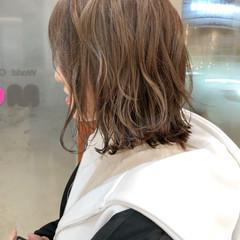 外ハネ アッシュグレージュ ナチュラル ベージュ ヘアスタイルや髪型の写真・画像