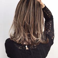 ミディアム バレイヤージュ ナチュラル ロブ ヘアスタイルや髪型の写真・画像