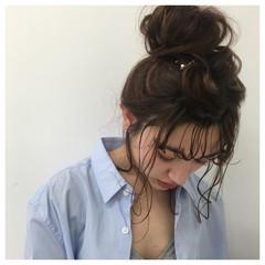 ベージュ お団子 ロング ナチュラル ヘアスタイルや髪型の写真・画像