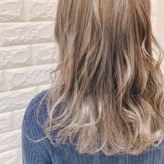 ベージュ グレージュ 外国人風カラー フェミニン ヘアスタイルや髪型の写真・画像