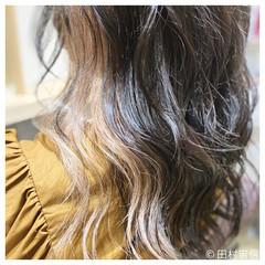 イルミナカラー インナーカラー ミルクティーベージュ イヤリングカラー ヘアスタイルや髪型の写真・画像