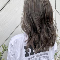 ロング ハイライト ビーチガール 寒色 ヘアスタイルや髪型の写真・画像