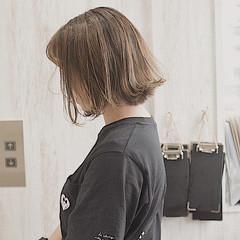 ハイライト ボブ ミルクティー ミルクティーベージュ ヘアスタイルや髪型の写真・画像