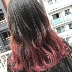 ベリーピンク ピンク セミロング グラデーションカラー ヘアスタイルや髪型の写真・画像