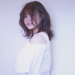 色気 ミディアム レイヤーカット リラックス ヘアスタイルや髪型の写真・画像