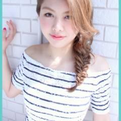 編み込み ヘアアレンジ ストリート フィッシュボーン ヘアスタイルや髪型の写真・画像