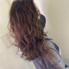 極細ハイライト ブリーチカラー フェミニン ロング ヘアスタイルや髪型の写真・画像