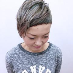 刈り上げ ショート カラフルカラー ベビーバング ヘアスタイルや髪型の写真・画像