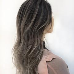ホワイトカラー セミロング グレージュ ハイライト ヘアスタイルや髪型の写真・画像