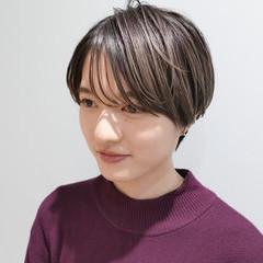 前髪 ミルクティーベージュ ローライト 前髪あり ヘアスタイルや髪型の写真・画像