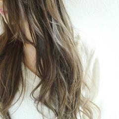 ハイライト アッシュ イルミナカラー 外国人風 ヘアスタイルや髪型の写真・画像