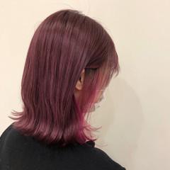 ピンク インナーカラー ピンクベージュ 切りっぱなしボブ ヘアスタイルや髪型の写真・画像