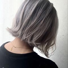 ホワイトシルバー シルバーアッシュ ハイトーンカラー ボブ ヘアスタイルや髪型の写真・画像