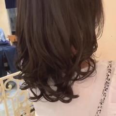 ナチュラル 大人ロング コテ巻き風パーマ 簡単スタイリング ヘアスタイルや髪型の写真・画像