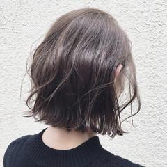 アンニュイ ナチュラル グレージュ ウェーブ ヘアスタイルや髪型の写真・画像
