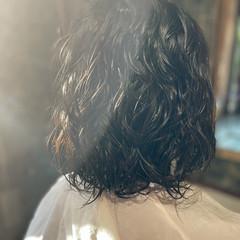 セミロング スパイラルパーマ パーマ ナチュラル ヘアスタイルや髪型の写真・画像