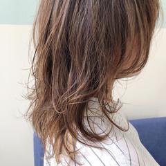 セミロング ウルフカット ニュアンスウルフ ナチュラル ヘアスタイルや髪型の写真・画像