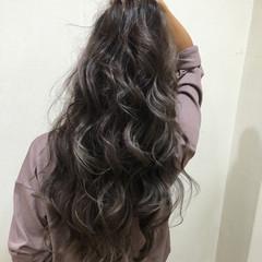 ロング 外国人風 イルミナカラー ラベンダーアッシュ ヘアスタイルや髪型の写真・画像