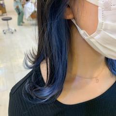 インナーカラー ブルー ブリーチカラー ナチュラル ヘアスタイルや髪型の写真・画像