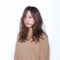 ミディアム モテ髪 ゆるふわ センターパート ヘアスタイルや髪型の写真・画像
