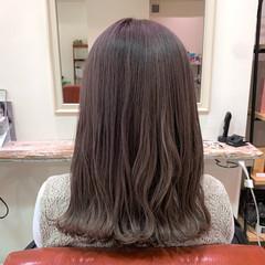 ラベンダーグレージュ 大人ハイライト ミディアム ラベンダーグレー ヘアスタイルや髪型の写真・画像