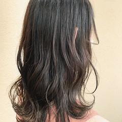 ナチュラル オリーブグレージュ アッシュグレージュ レイヤーカット ヘアスタイルや髪型の写真・画像