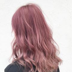 セミロング ハイトーン ストリート 透明感 ヘアスタイルや髪型の写真・画像