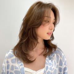 ロング ブラウンベージュ 韓国ヘア エレガント ヘアスタイルや髪型の写真・画像