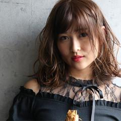 フェミニン ハイライト 濡れ髪スタイル スロウ ヘアスタイルや髪型の写真・画像