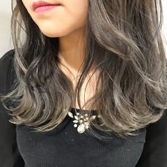 透明感 冬 ラフ グレージュ ヘアスタイルや髪型の写真・画像