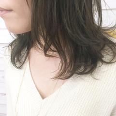 小顔 アッシュ ナチュラル パーマ ヘアスタイルや髪型の写真・画像