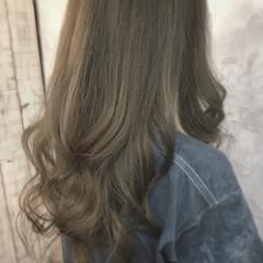 透明感 ナチュラル ロング アッシュベージュ ヘアスタイルや髪型の写真・画像