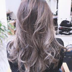 グラデーションカラー レイヤーカット ナチュラル アッシュ ヘアスタイルや髪型の写真・画像