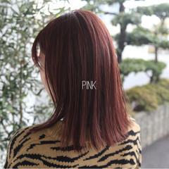 ナチュラル ミディアム ピンク レッド ヘアスタイルや髪型の写真・画像