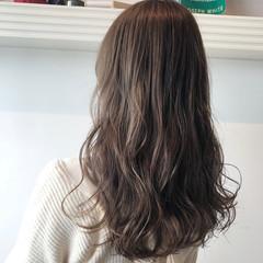 ミルクティーベージュ ブリーチ ロング ナチュラル ヘアスタイルや髪型の写真・画像