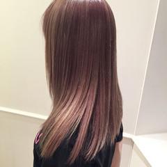 セミロング ストレート ピンク 艶髪 ヘアスタイルや髪型の写真・画像