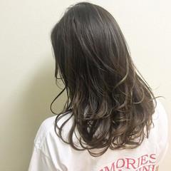ナチュラル アッシュ セミロング アッシュグレージュ ヘアスタイルや髪型の写真・画像