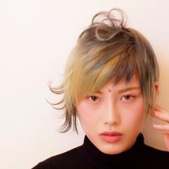 ショート ストリート オン眉 個性的 ヘアスタイルや髪型の写真・画像