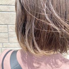 アッシュグレージュ ミルクティーグレージュ ボブ 切りっぱなしボブ ヘアスタイルや髪型の写真・画像