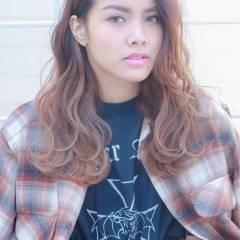 センターパート グラデーションカラー ストリート ウェットヘア ヘアスタイルや髪型の写真・画像