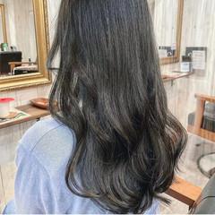 カーキアッシュ 韓国ヘア セミロング エメラルドグリーンカラー ヘアスタイルや髪型の写真・画像