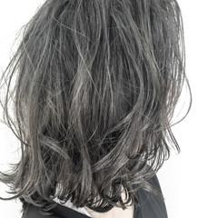 ミディアム アンニュイ 夏 ウェーブ ヘアスタイルや髪型の写真・画像