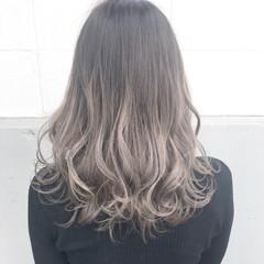 パーマ セミロング アッシュ ハイライト ヘアスタイルや髪型の写真・画像