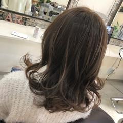 アッシュ フェミニン ミルクティー 外国人風 ヘアスタイルや髪型の写真・画像